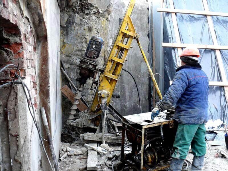 Уплотнение грунтов и заполнение суффозионных полостей иньекцией цементного раствора