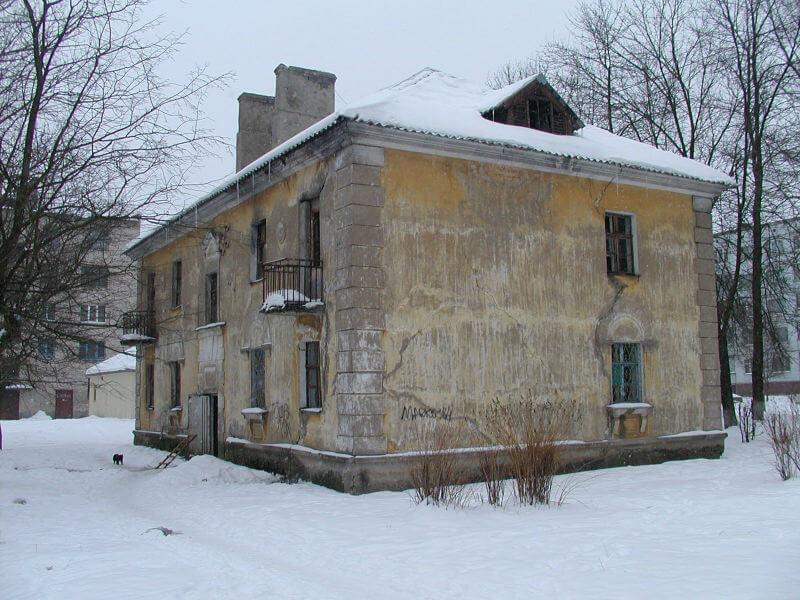 Двухэтажный дом для сноса