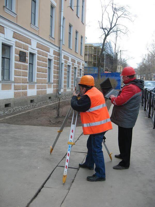 Замеры осадок и кренов зданий по установленным маркам
