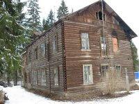 Деревянный дом, требующий ремонта