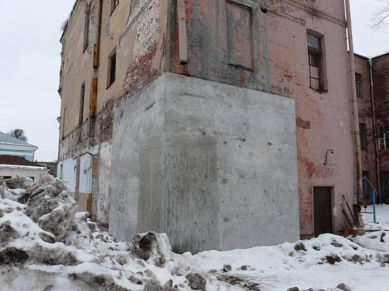 Бетонирование стен здания