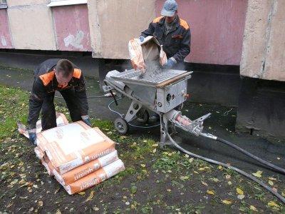 Засыпка цемента в оборудование для цементирования